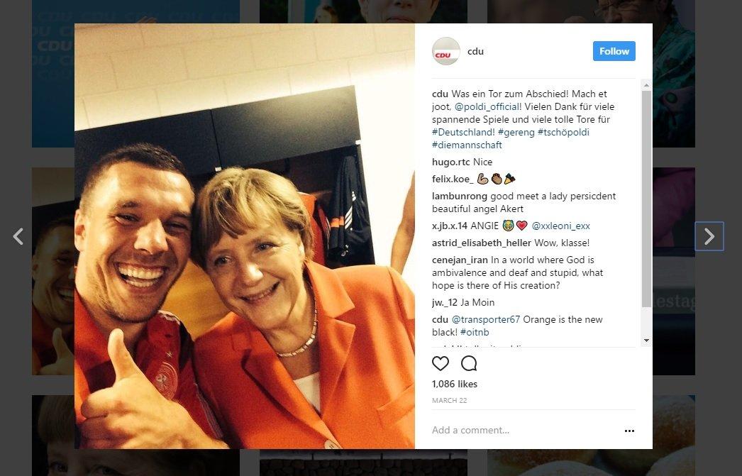 Ein Bild, das die CDU auf Instagram gepostet hat: Ein Selfie von Kanzlerin Merkel mit Fußballspieler Lukas Podolski.