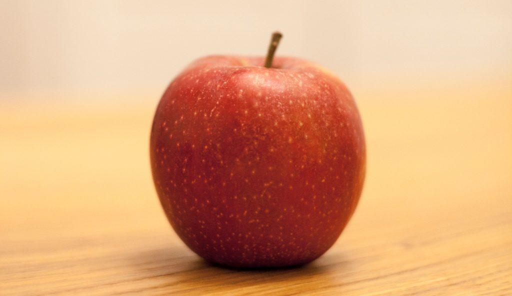 Ein Apfel steht sinnbildlich für strategische Empathie.